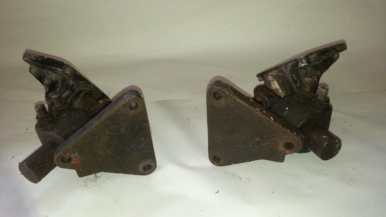 Chevy Front Side Motor Mounts — USED